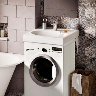 Waschbecken auf Waschmaschine